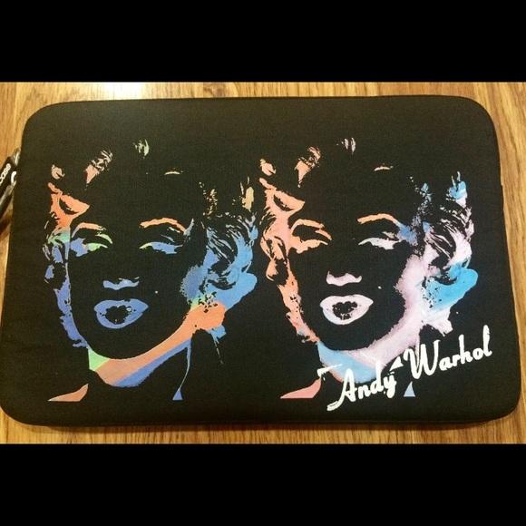 Incase Andy Warhole/'s Neoprene Protective Sleeve Case for MackBook Pro 15/'/'